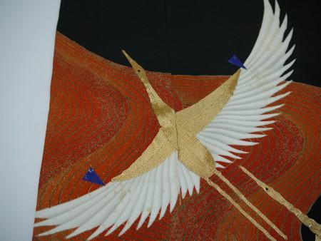 鶴の柄がカビ変色しております。