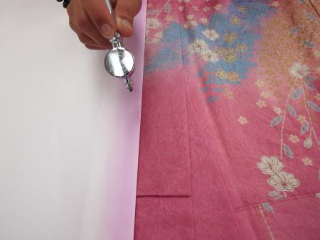 調色した色をマスキングして色やけしているところにエアーブラシで色かけをします。