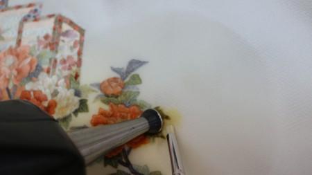 刺繍の色と地色に注意しながら変色直しをしていきます。
