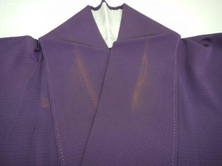 衿の汗が原因で地色が変色しまっています。
