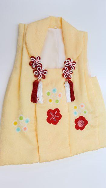 絞りの柄が入ったかわいらしい被布です。
