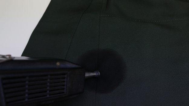 カビの部分を超音波でゆすいでカビを除去して除菌します。