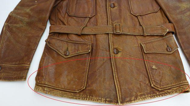 「1930年代に製造された革のジャンパー、あちこち色がはがれてきれいに直りますか?ビンテージ品なので注意してください」のご相談。(調色した革専用の色を塗って直しますね)